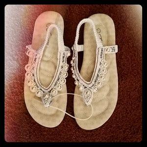 Affordablely Chic Sandals